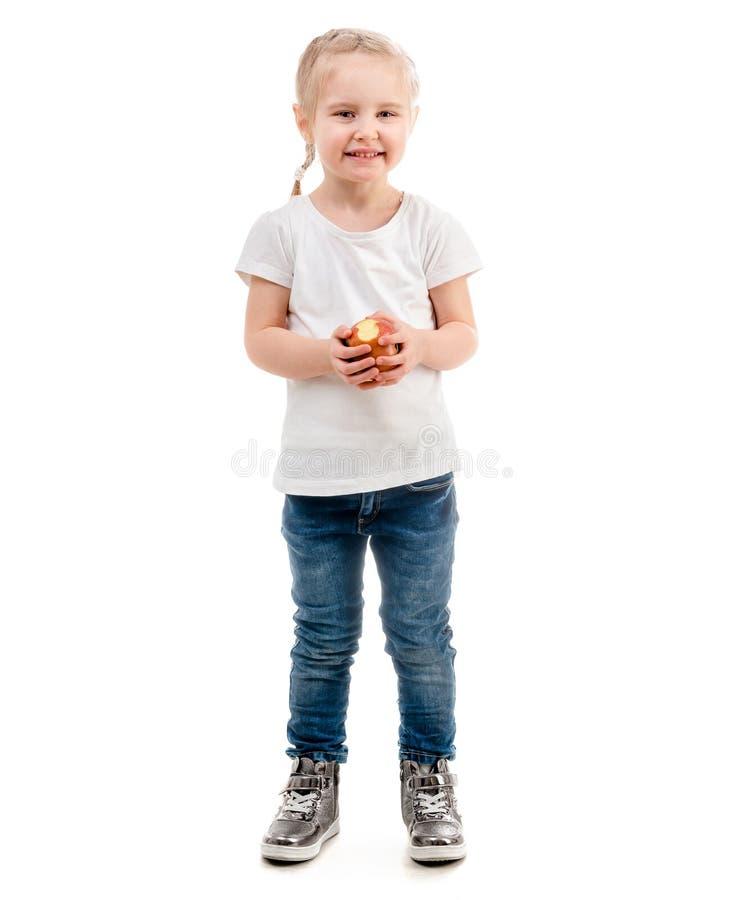 Uśmiechnięty dziewczyny mienia jabłko, odizolowywający na białym tle zdjęcia stock