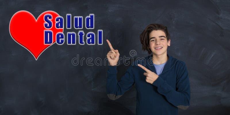 Uśmiechnięty facet z stomatologicznymi zdrowie obraz stock
