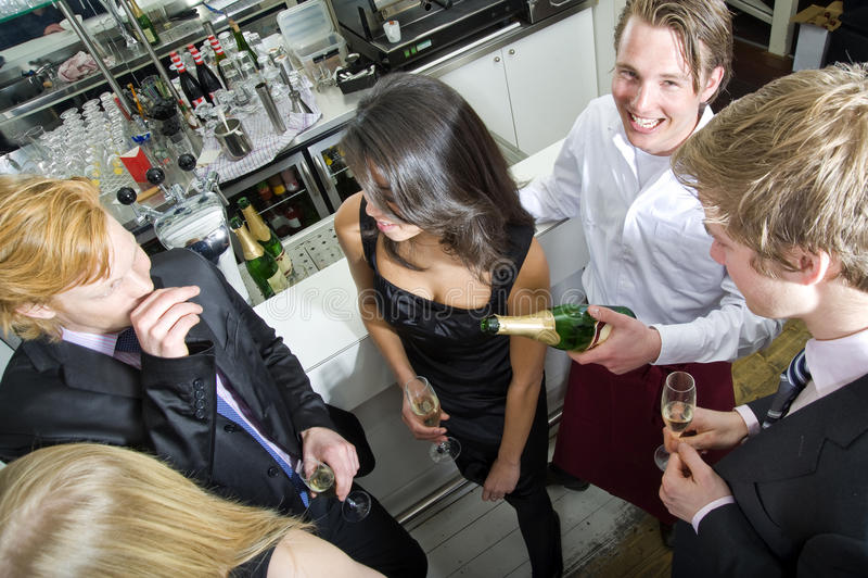 uśmiechnięty kelner obrazy royalty free