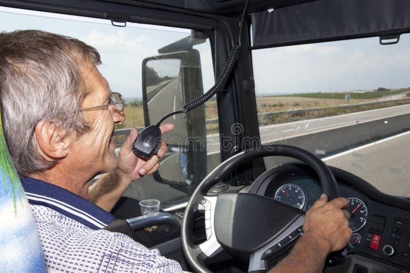 Uśmiechnięty kierowca ciężarówki fotografia royalty free