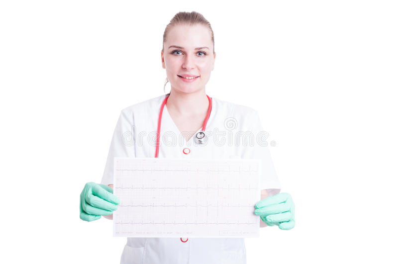 Uśmiechnięty kobieta kardiolog w białym żakiecie z stetoskopu holdin fotografia royalty free