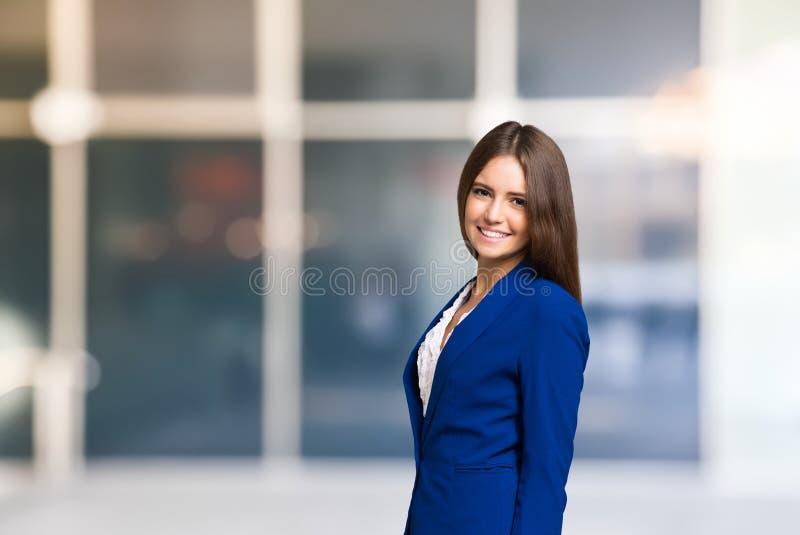Uśmiechnięty kobieta portret, Wielka przestrzeń fotografia royalty free