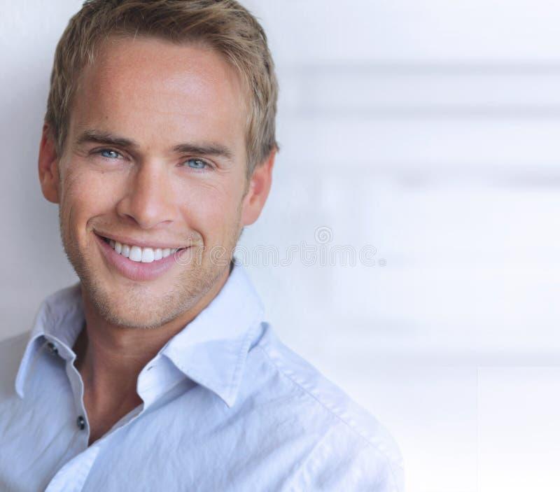 Uśmiechnięty mężczyzna zdjęcie stock