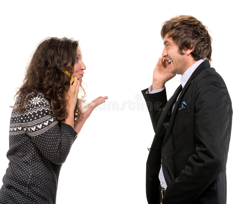 Uśmiechnięty Mężczyzna I Kobieta Z Telefonami Komórkowymi Zdjęcia Stock