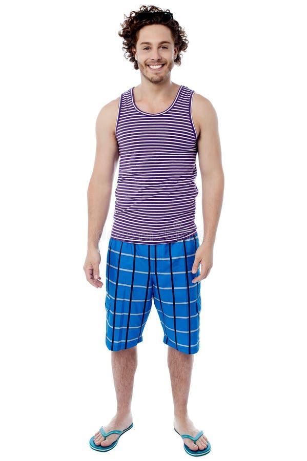 Uśmiechnięty młody człowiek w swimwear zdjęcia stock