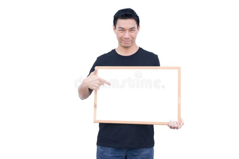 Uśmiechnięty młody facet trzyma białą deskę obrazy stock