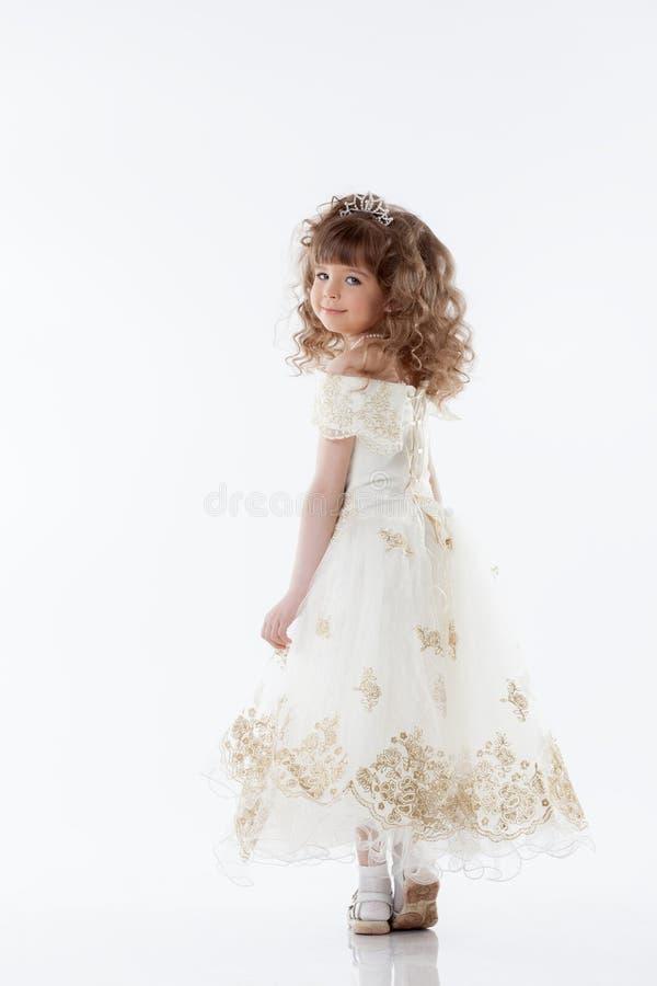 Uśmiechnięty młody princess pozuje w studiu fotografia royalty free