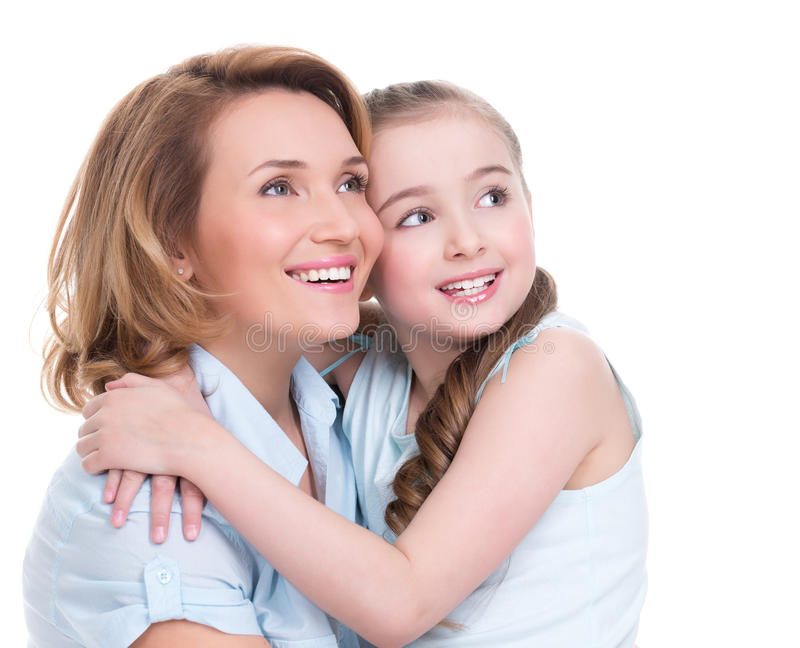 Uśmiechnięty matki i potomstwo córki przyglądający up zdjęcie stock