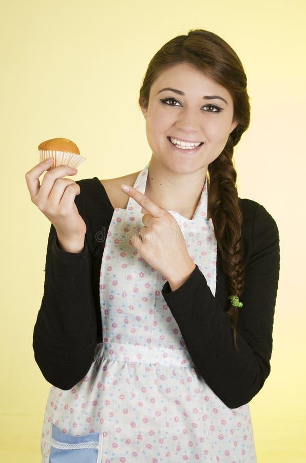 Uśmiechnięty piękny młody latynoski brunetka piekarz fotografia stock