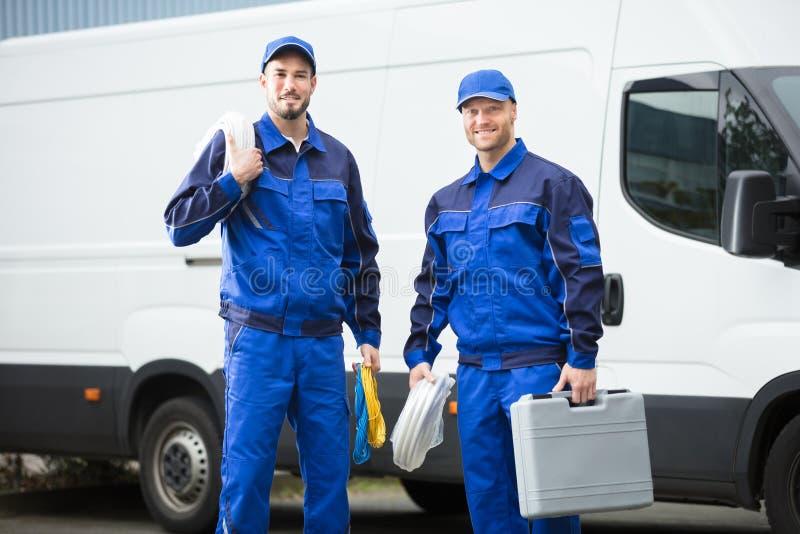 Uśmiechnięty Repairman Z Toolbox I kablem zdjęcie stock