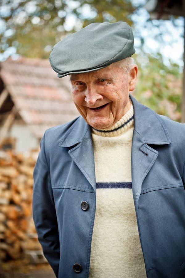Uśmiechnięty starszy mężczyzna obrazy stock