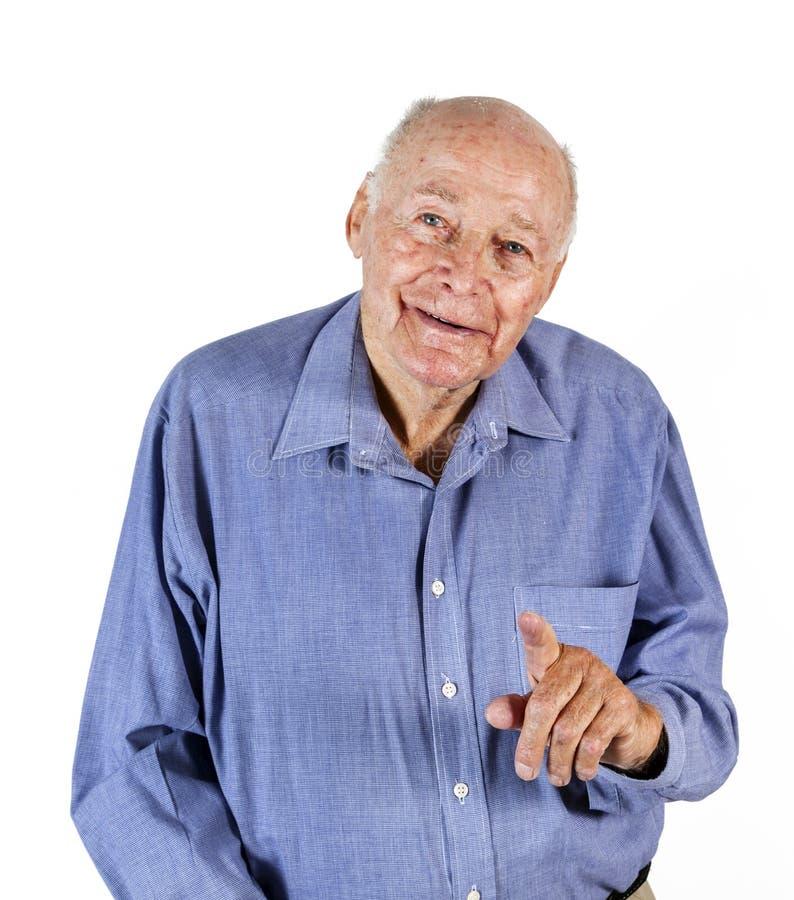 Uśmiechnięty stary człowiek trzyma chodzącego kij siedzi na krześle zdjęcie royalty free