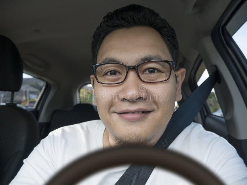 Uśmiechnięty Szczęśliwy Męski kierowca fotografia stock