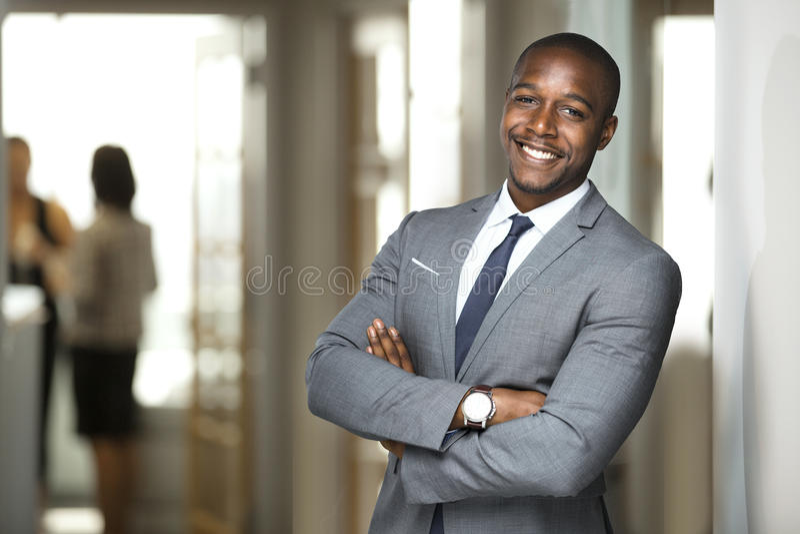 Uśmiechnięty szefa ceo przy biurowym miejsce pracy portretem pracownik patrzeje przystojny w kostiumu i krawacie obrazy stock