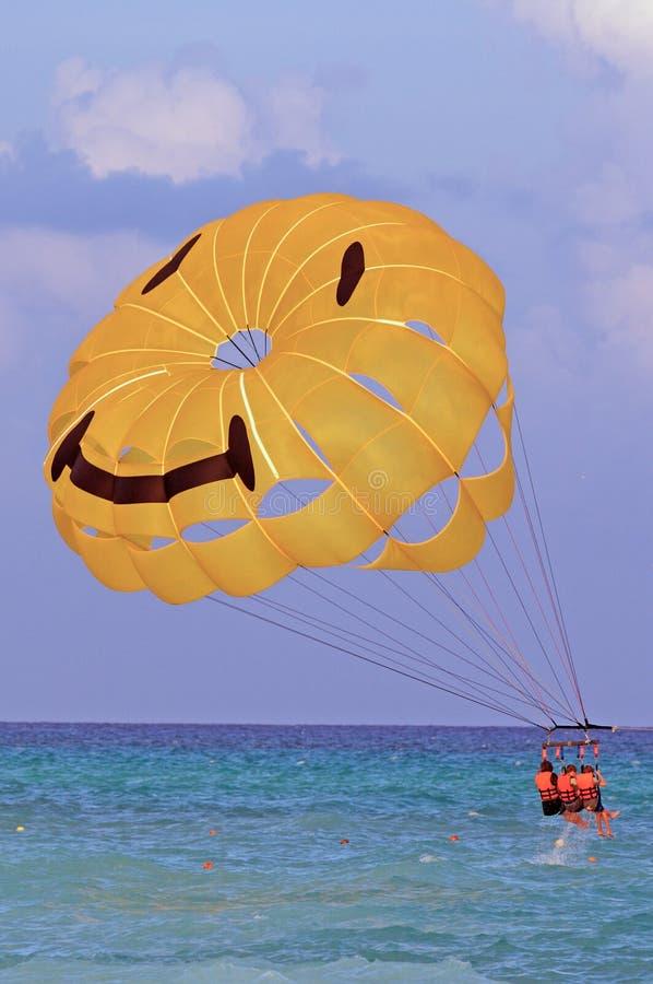 uśmiechnij się paragliders zdjęcia stock