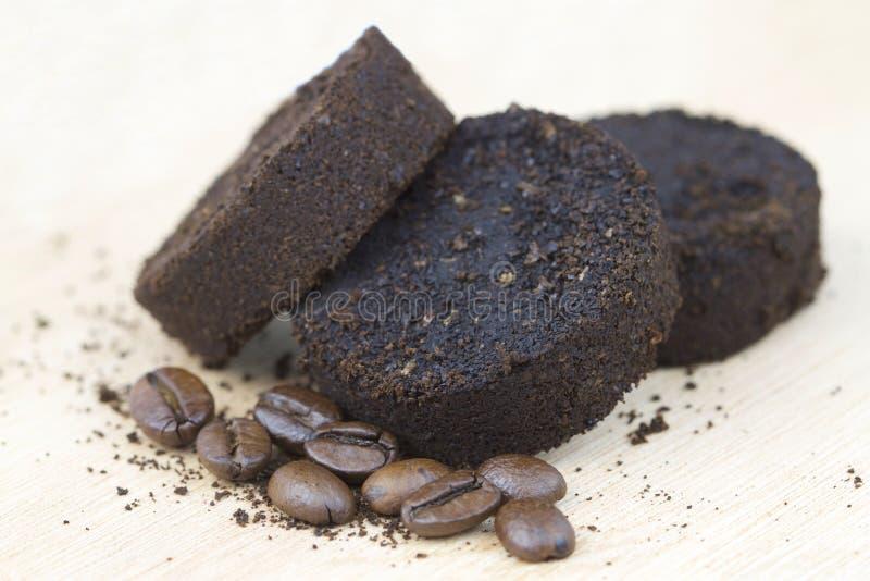 Używać kawowe ziemie po kawy espresso maszyny i kawowych fasoli obraz royalty free