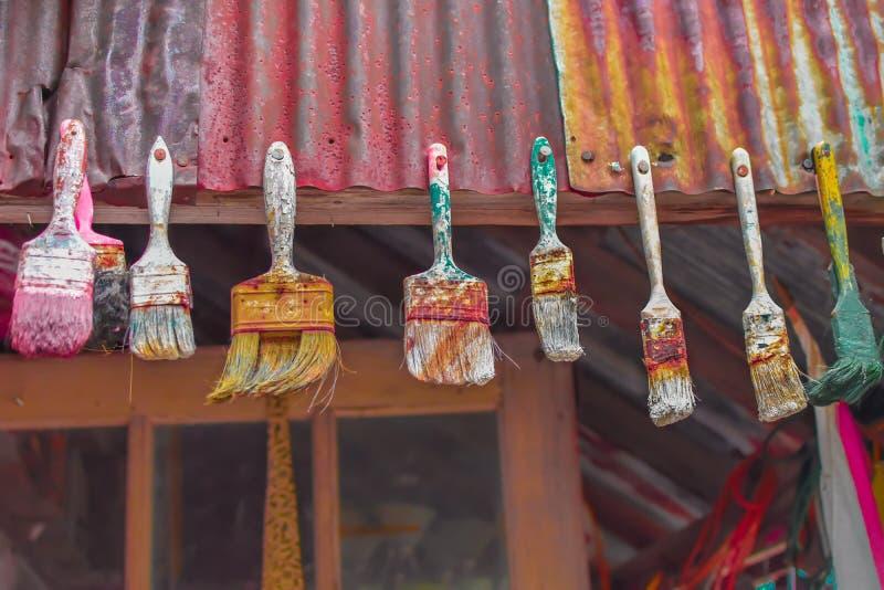 Używać Paintbrushes Wieszać fotografia stock