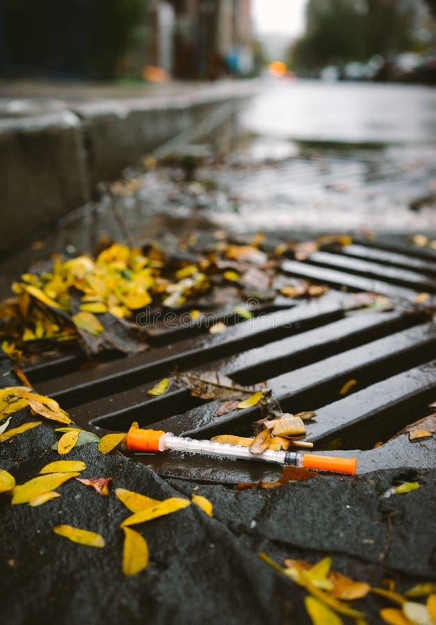 Używać strzykawka odrzucająca w rynnie zdjęcie royalty free