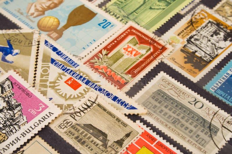 używając znaczków pocztowych obraz stock