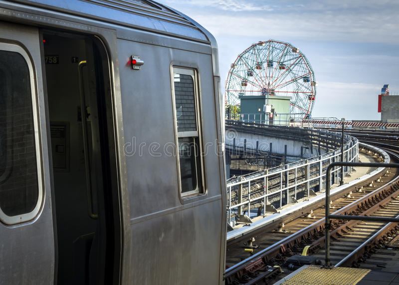 U-Bahn bei Coney Island in Brooklyn, New York lizenzfreies stockbild