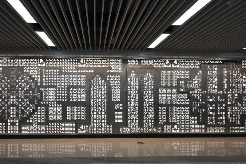 U-Bahn, die Raum-hohle Wanddekoration wartet stockfoto