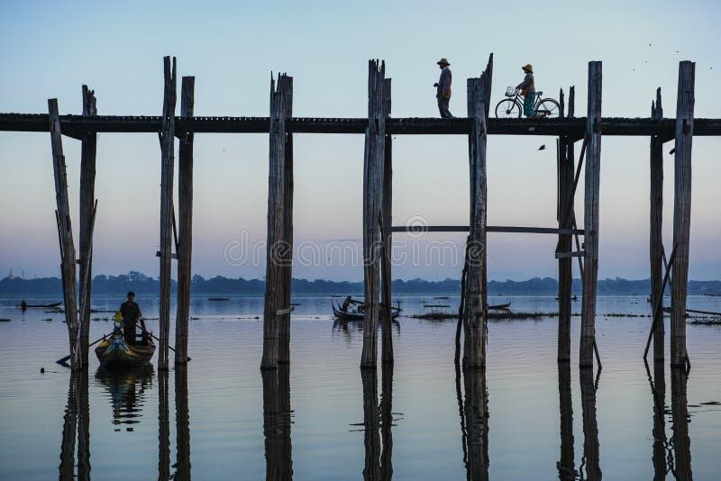 U Bein bridgebelieved för att vara den längsta teakwoodbron i världen arkivbild