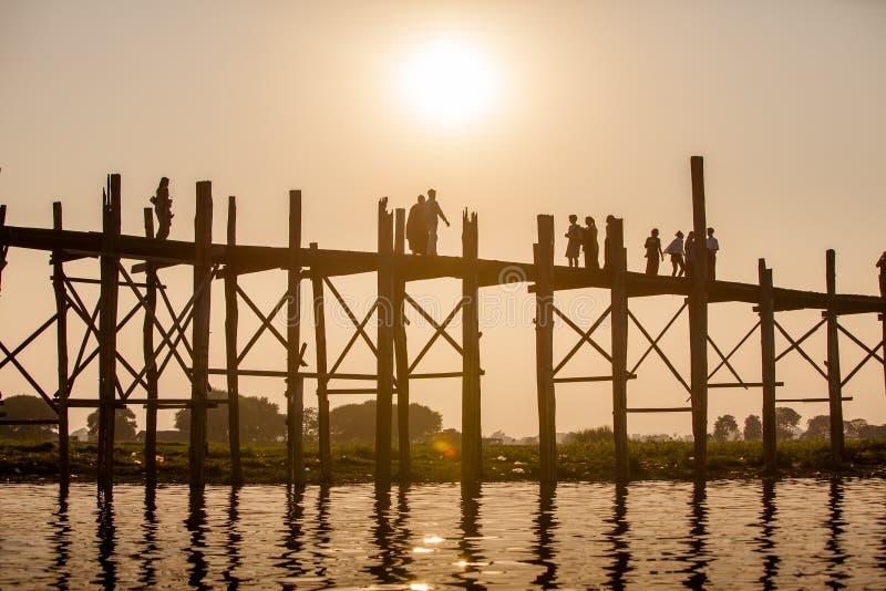 U bein most i długi tekowy drewno most nad Taungth - sławny obrazy royalty free