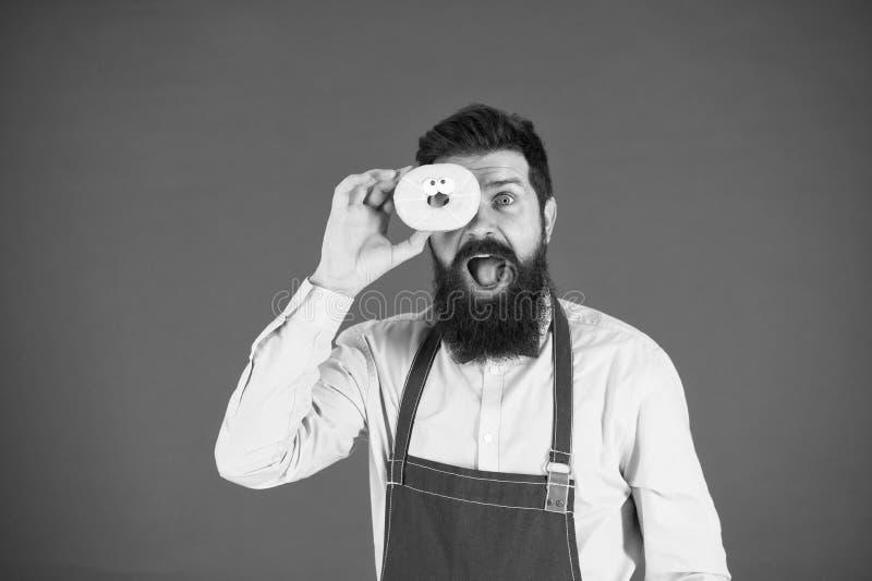 U bent wat u eet Baker greepdoughnut Grappige hipster Gebaarde mensenkok Chef-kokmens in koffie Dieet en gezond voedsel stock afbeeldingen