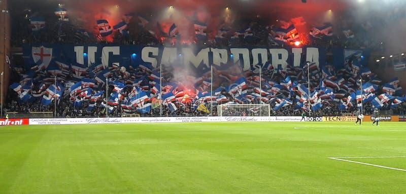 U C Sampdoria fläktar för en nattfotbollsmatch, i Luigi Ferraris Stadium av Genua, Genova Italien arkivfoton