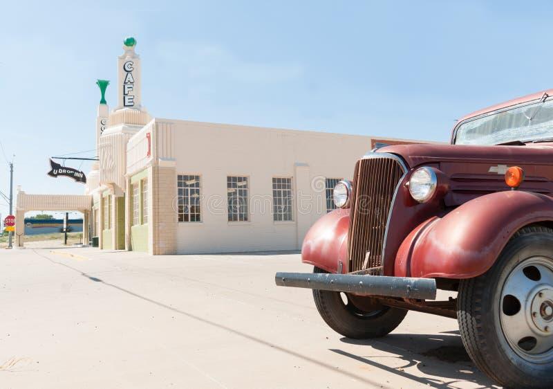 U Dalingsherberg, Klaver, Texas, de V.S. met Herstelde vrachtwagen royalty-vrije stock fotografie