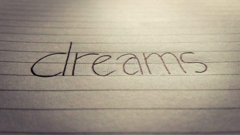 u. x27; dreams& x27; geschrieben auf ein Blatt Papier stockfotografie