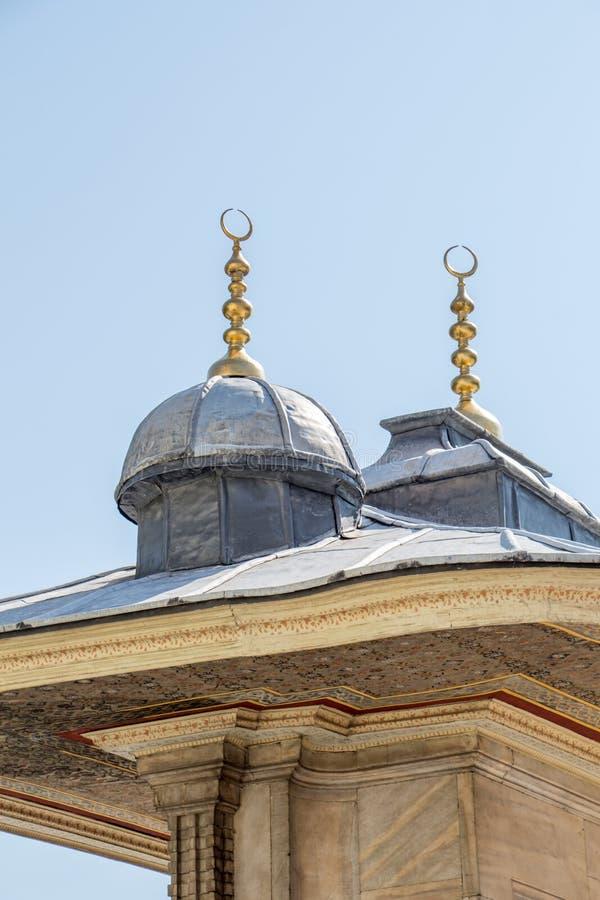 ?u?ere Ansicht der Haube in der Osmanearchitektur stockbilder