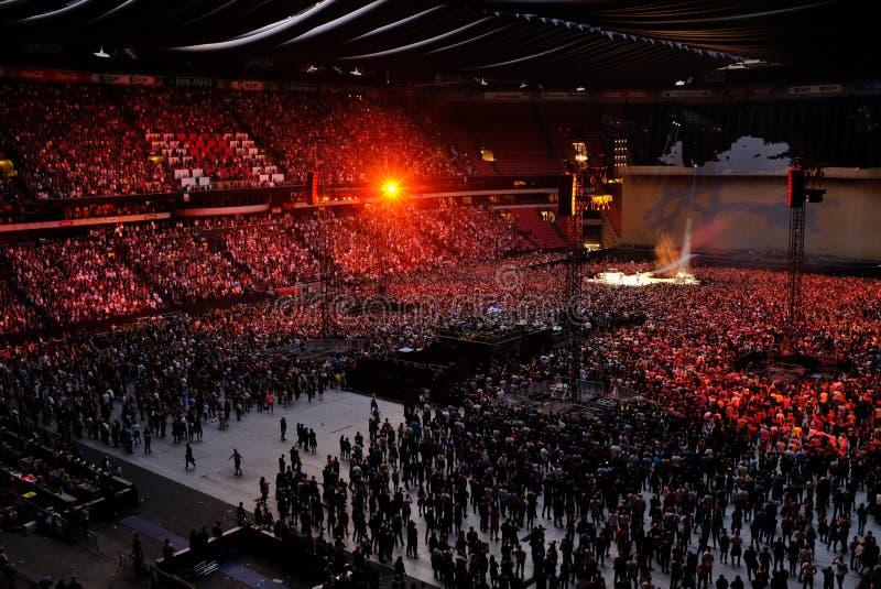 U2 koncert w Amsterdam arenie w Lipu 2017 fotografia stock