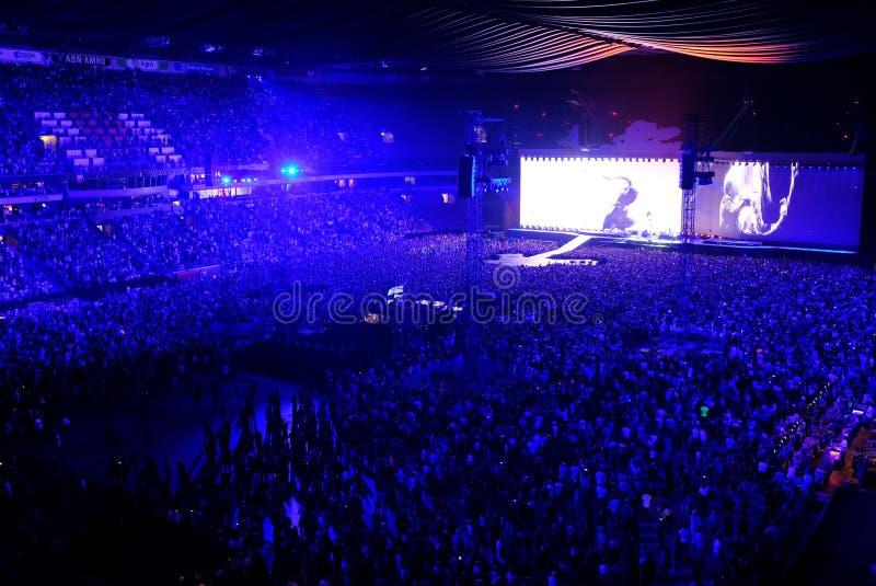U2 koncert w Amsterdam arenie w Lipu 2017 obraz royalty free