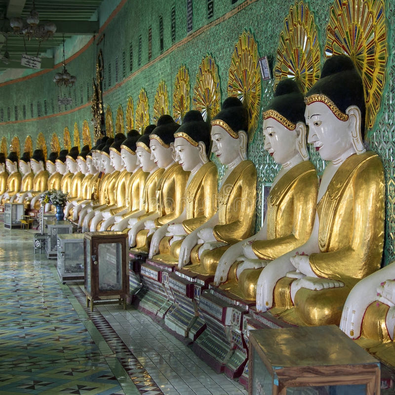 U Min Thonze Buddhas - Sagaing - Myanmar photos stock