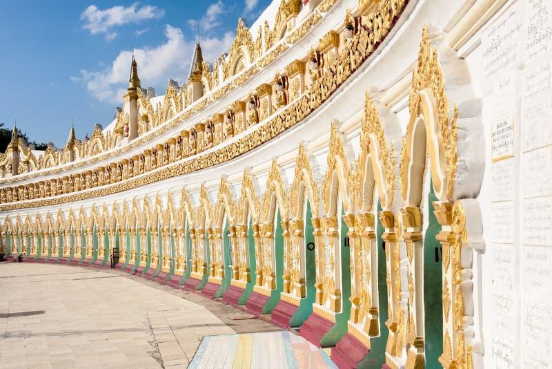U Min Thonze Cave, monte de Sagaing, Burma imagens de stock