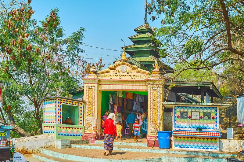 U Min Thonze Temple, Sagaing images stock