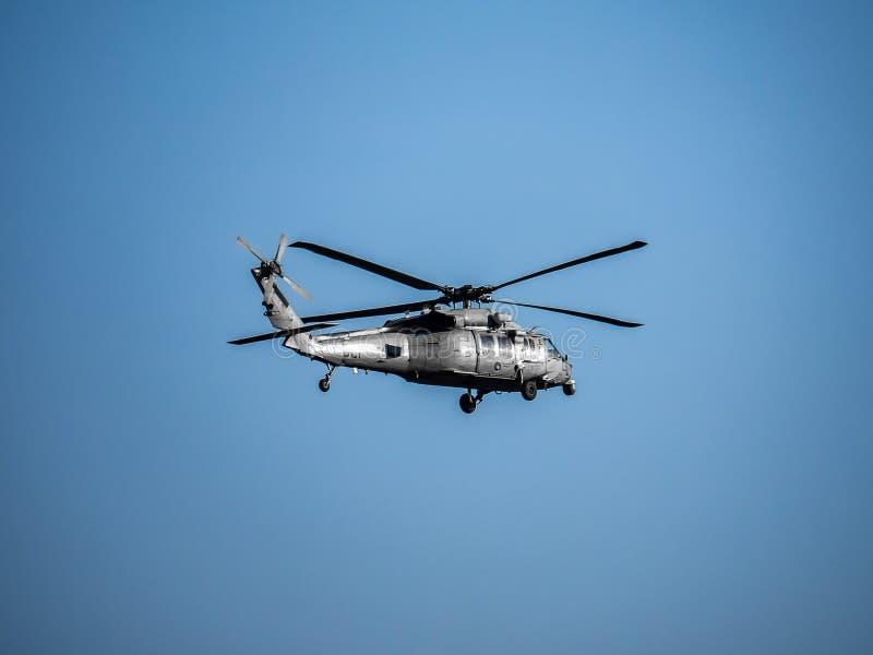 U S Ναυτικό SH-60 που επιτηρεί κοντά στο αεροσταθμό Atsugi στοκ εικόνα