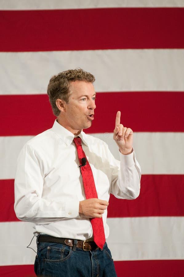 U S Сенатор Ранд Пол, R-Кентукки, говорит в Nashua, Нью-Гэмпшир, США, 18-ого апреля 2015 стоковая фотография