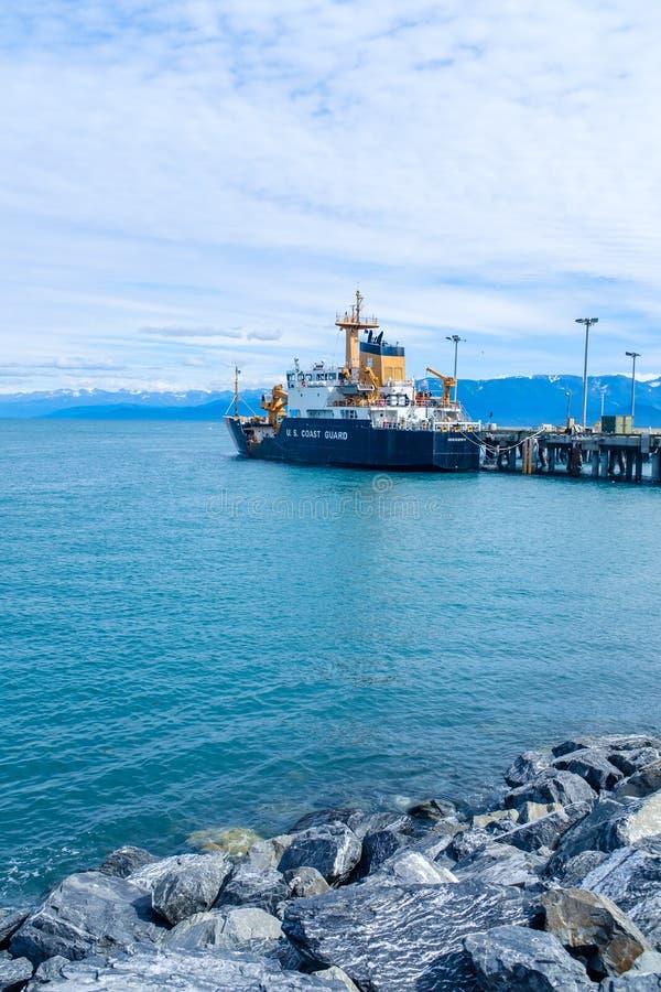 U. S. Судно береговой охраны в гавани Гомера стоковые фото