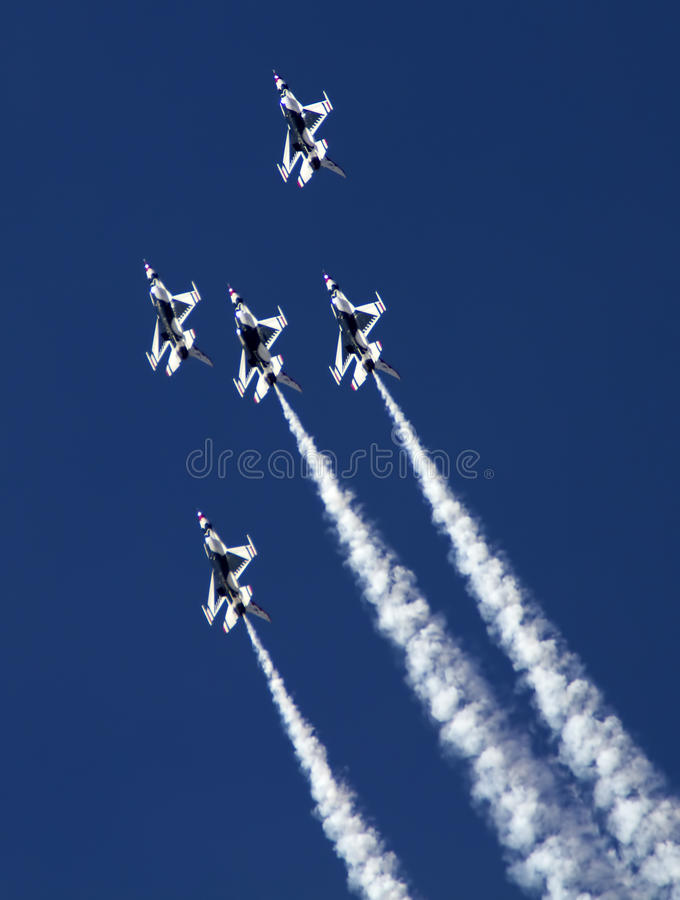 Free U.S. Air Force Thunderbirds Royalty Free Stock Photos - 38895708