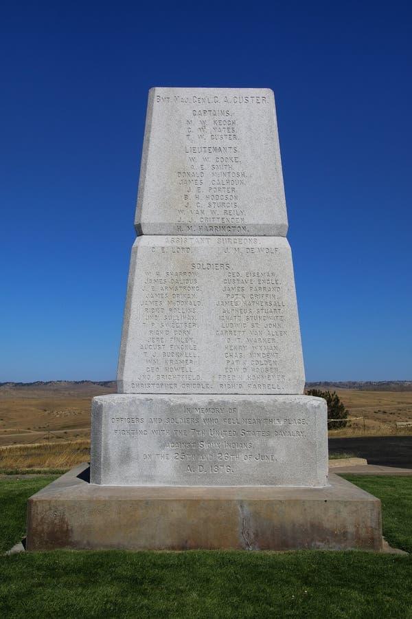 U S Arméminnesmärke på den sista ställningskullen på Little Bighorn Battlefi arkivfoton