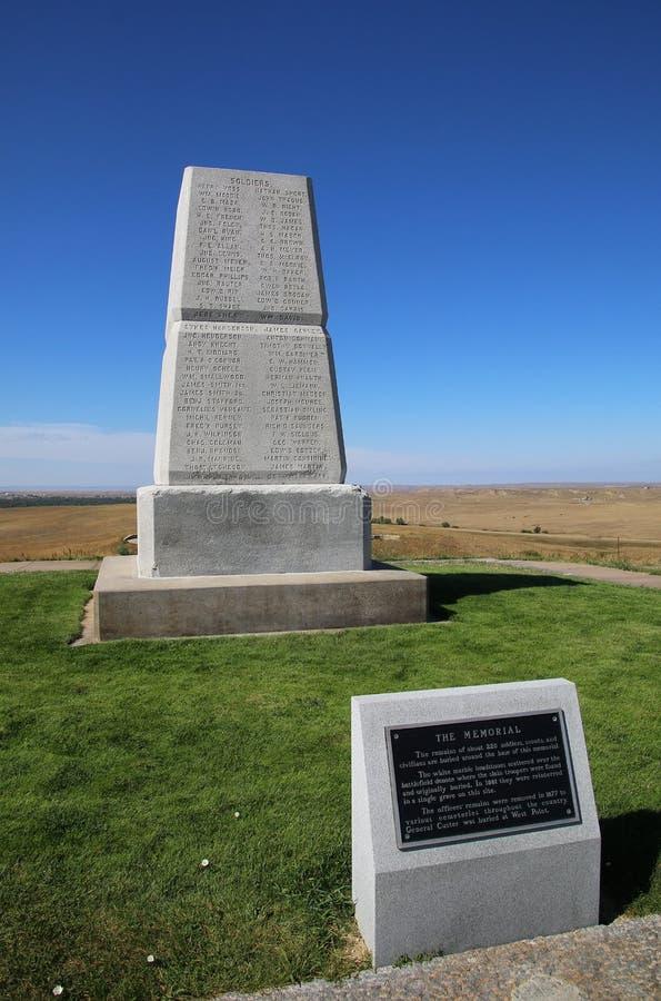 U S Arméminnesmärke på den sista ställningskullen på Little Bighornslagfältet arkivbilder