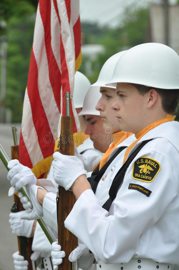 U.S. Cadete navais do mar na cerimónia do Memorial Day imagens de stock royalty free