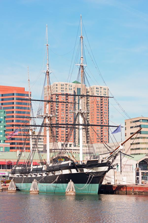 U S S Constelação entrada no porto interno de Baltimore, Maryland, EUA imagem de stock royalty free