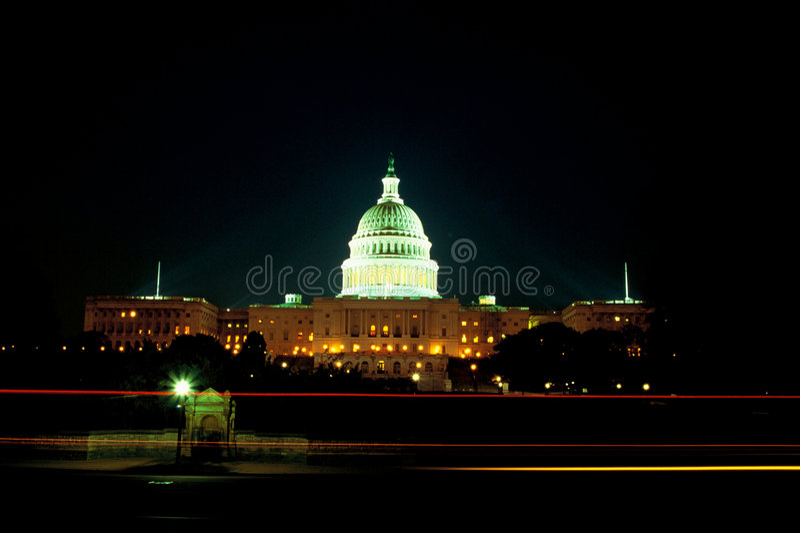 U.S. De bouw van het Capitool bij nacht royalty-vrije stock afbeelding