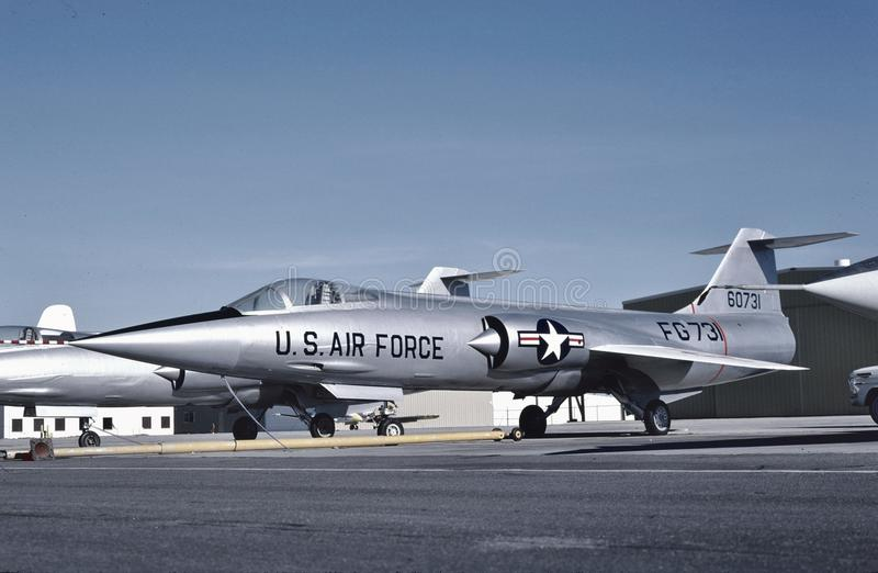 U.S.A.F. Lockheed F-104A 56-0731 på Palmdale i 1956 royaltyfri fotografi