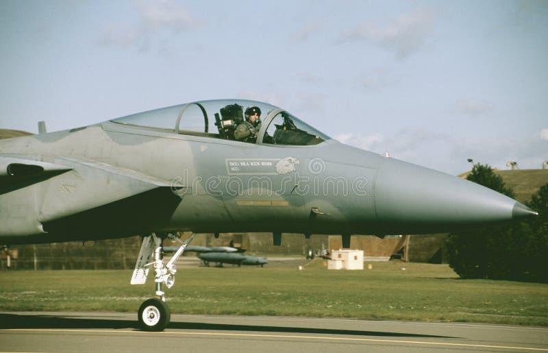 U.S.A.F. McDonnell Douglas F-15C pronto para uma missão de formação de RAF Lakenheath imagens de stock