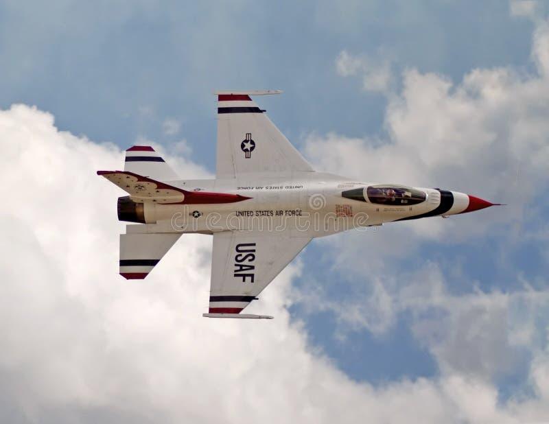 U.S.A.F. Thunderbird no festival aéreo imagens de stock