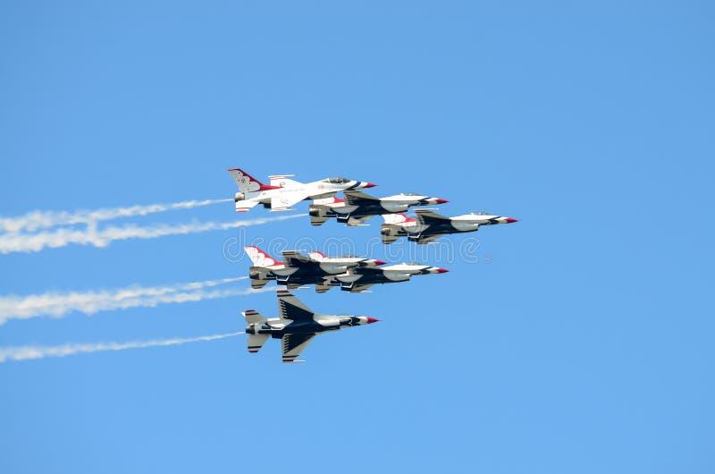 U.S.A.F.-Thunderbirds i bildande arkivfoton
